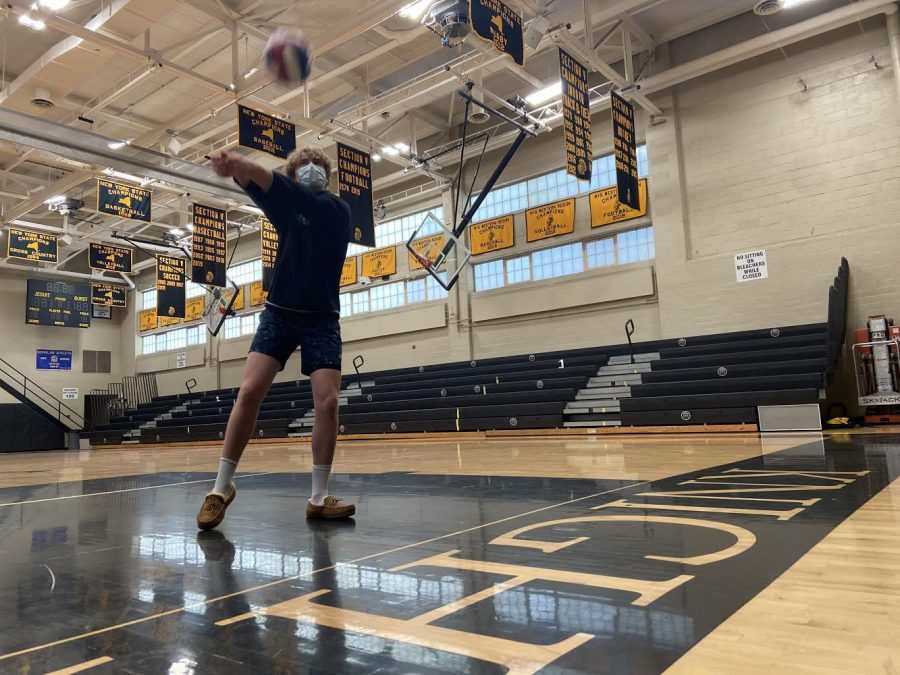 McQuaid+Jesuit+outside+hitter+Robert+Evangelista+passes+a+ball+prior+to+workouts.