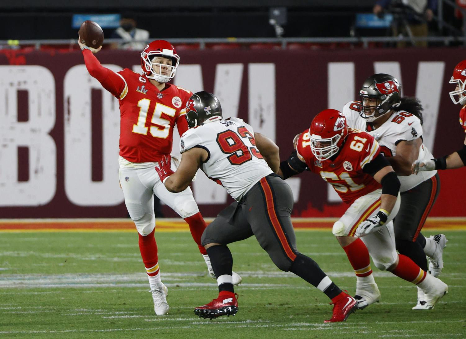 Patrick Mahomes (number 15, Red) getting rushed by Tampa Bays defense.